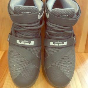 Nike Lebron James Soldier IX Gray